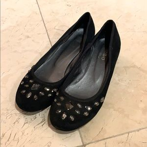 Brown's black suede shoes